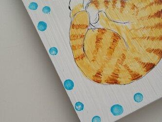 ④ねこがいます ハガキ大板プレート 茶トラの画像