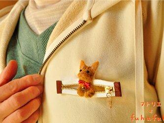 ファスナーから茶トラ猫♪羊毛マスコットブローチの画像