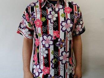 半袖和柄シャツ(縞に桜)の画像