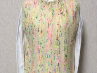 アイルランド産高級手染め毛糸のベストーー春のいろどりの画像