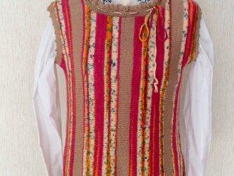 ドイツ毛糸(オパール毛糸)のフリル襟ベストーー春秋用の画像