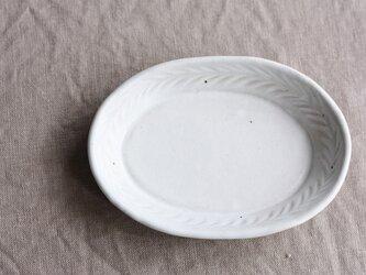 リーフ模様だえん皿(小/白)の画像