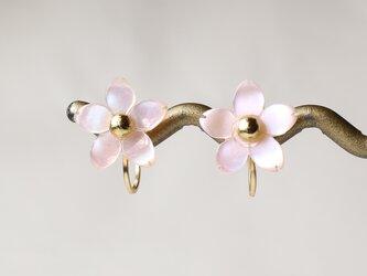 桜のピンクシェルイヤリング☆14KGFの画像