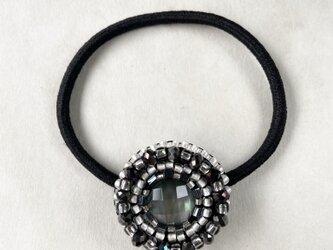 【再販】天然石とビーズ刺繍の大人ヘアゴム ブラックシェルクリスタルの画像