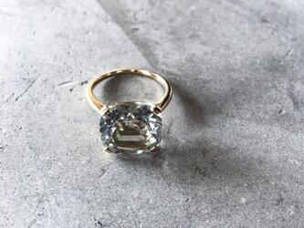 透明感のある1粒の大振りなグリーンアメジストK18ゴールドスクエアリング(M044-gold)の画像
