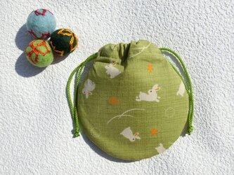 ミニ巾着  若草色 うさぎ模様  御守り 小物収納 プレゼントにも の画像