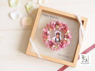 《お名前入り◎母の日/誕生日/結婚祝い》可愛いリースからひょっこり♪プリザーブドフラワーとドライフラワーのガラスフレーム(M)の画像