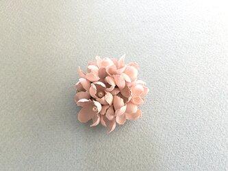 布花とパールのブローチ/ピンクの画像