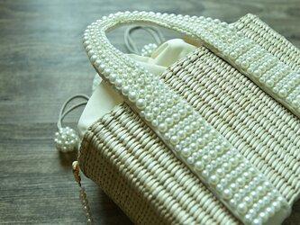 【受注製作】パールの可愛い持ち手 編み込みかごバッグ 厳選素材と手織り TB993の画像