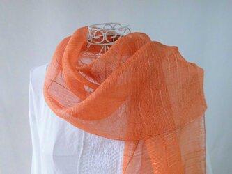草木染め・シルクオーガンジー・ロングストール・透明感のあるソフトなオレンジ色の画像