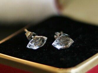 (一点もの)ハーキマーダイヤモンドのスタッドピアス(8mm・サージカルステンレス)の画像