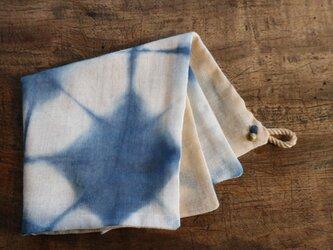 手ふきん(藍+びわの葉 アルミ媒染)の画像