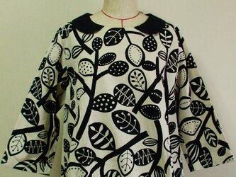 綿麻素材 北欧風柄 8分丈袖 裾ゴム入りプルオーバー M~Lサイズ 生成り色の画像