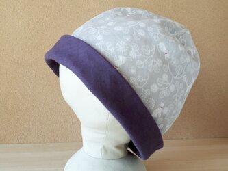 【値下げ】ガーゼのリバーシブル帽子*猫とぽんぽん植物(グレー)×パープルの画像