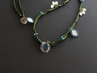 イーネオヤ⁂ダークグリーンコードxモンタナブルーのねじりロングネックレスの画像