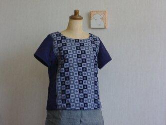 久留米絣とガーゼのTシャツ(グレー地丸四角柄)の画像