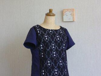 久留米絣とガーゼのTシャツ(濃紺地クリオネ柄)の画像
