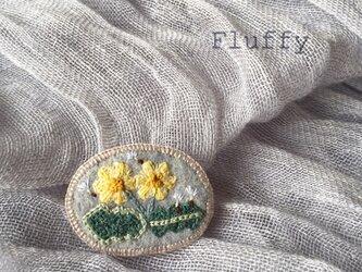たんぽぽの刺繍ブローチの画像