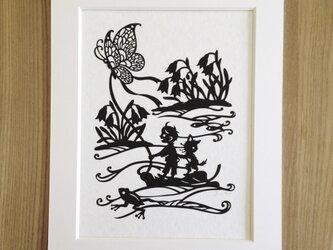 ろくとくろの切り絵「春の小川」の画像