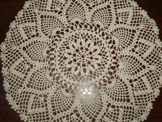 手編みレースドイリー直径約27㎝の画像