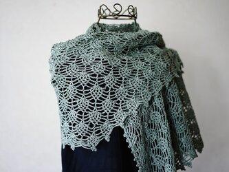 リネン糸のパイナップル編み台形ストール(アンティーグリーン)の画像