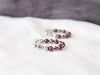 Crimson Circle Pierce(ガーネット×ヘマタイト)の画像