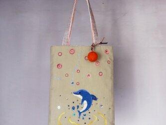 【送料無料】羊毛フェルト刺しゅうのミニバッグ(イルカ)の画像