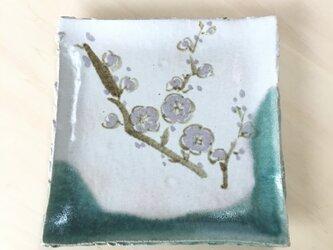 梅の花絵皿の画像