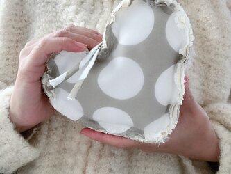 ハートのふかふかポーチ-大きな水玉-の画像