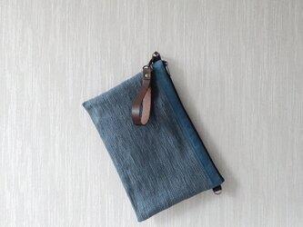 裂き織りのクラッチバッグの画像
