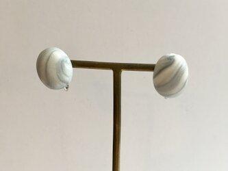 マーブルスタッドイヤリングの画像