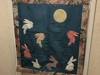 セールになりました ヴィンテージ着物のタペストリー  月兎 春の宵の画像