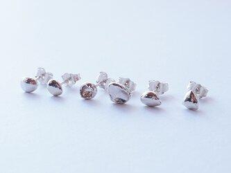 純銀(pure silver)ひとつぶピアス 1本 『K』の画像