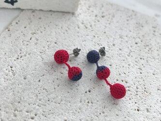 バイカラーの編み玉ピアス/ノンホールピアスの画像