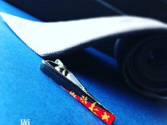 鶴亀桜紅 御旗 -Kurenai Mihata-(ネクタイピン)【和柄アートアクセサリー】の画像
