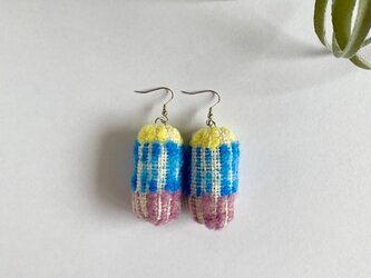 カラフルまゆ玉のピアス 手織り ブルーの画像