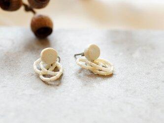 no/23 白マットな 丸 と アンティークビーズ 2way 陶器ピアス [ 小ぶり/かわいい/上品 ]の画像