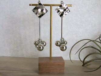 クールなシルバー シルバーメタル ハンマートーン スティック&ボール イヤリング 大ぶりイヤリングの画像