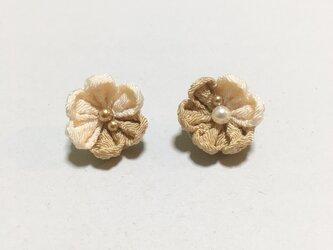 お花のイヤリング/ピアス【2月】の画像
