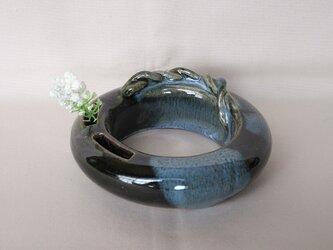 小花にピッタリのリング花瓶ですの画像