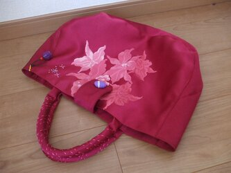 ゆったり優しいお花の刺繍トートバック 絹の画像