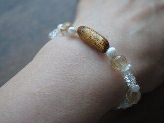 《sale品》金サンゴと針水晶の金色ブレスレットの画像