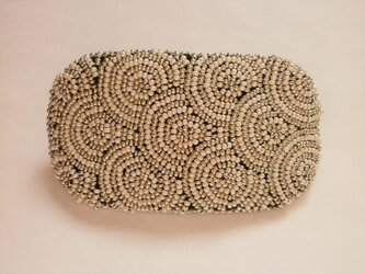 特小ビーズの丸模様刺繍バレッタ(白&シルバー)の画像