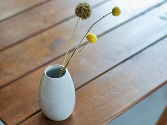 白い陶器の花瓶(無)の画像