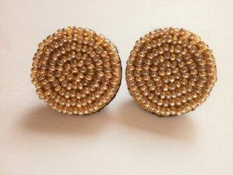 特小ビーズの丸模様刺繍ピアス(べっこう×ゴールド)の画像
