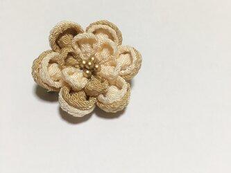 お花のブローチの画像