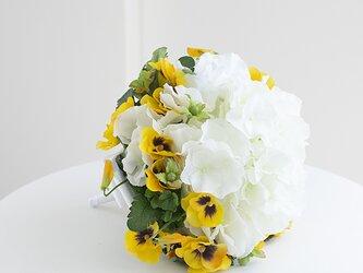 【ブートニア付き】紫陽花とパンジーのハピネスブーケ アーティフィシャルフラワー (造花)前撮り 海外ロケフォト の画像