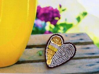 ビタミンカラーのハートのブローチの画像