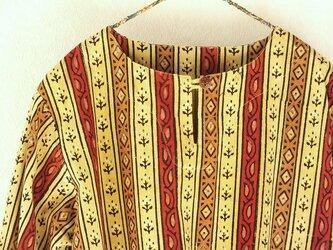 木版更紗のクルタシャツの画像