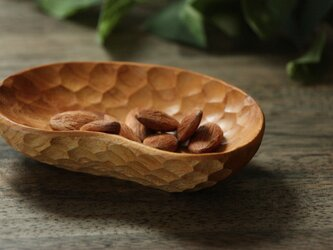 手彫りの豆皿  豆形 けやき『受注製作』の画像